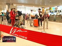 Пассажиры в аэропорту в ожидании рейса