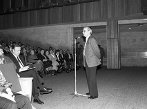 Георгий Данелия во время выступления