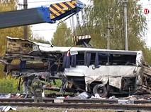 Пассажирский автобус, столкнувшийся c поездом на железнодорожном переезде во Владимирской области