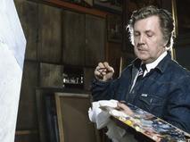Илья Глазунов в мастерской за работой