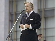 Илья Глазунов выступает на митинге-концерте, посвящённом Дню Москвы