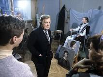 Илья Глазунов со студентами в мастерской