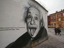 Настенная живопись с изображением ученого Альберта Эйнштейна в Центральном районе Санкт-Петербурга