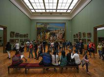 Посетители Третьяковской галереи в Лаврушинском переулке