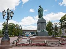 Памятник Александру Пушкину работы А.М. Опекушина на Пушкинской площади в Москве