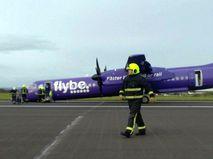 Самолет, севший в Белфасте без переднего шасси