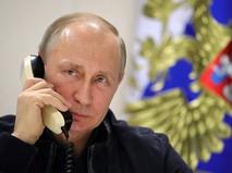 Президент России Владимир Путин во время телефонного разговора