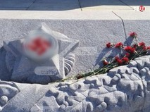 """Оскверненный памятник """"Алеша"""" в Пловдиве, Болгария"""
