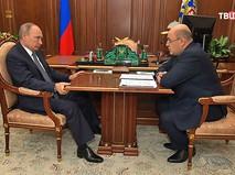 Владимир Путин и глава Федеральной налоговой службы России Михаил Мишустин