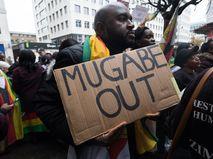 Акция в поддержку отставки Роберта Мугабе в Лондоне