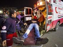 Скорая помощь в Палестине увозит пострадавшего в уличных беспорядках