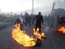 Протестующие во время столкновений на границе Палестины и Израиля