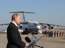Президент России Владимир Путин во время посещения авиабазы Хмеймим в Сирии