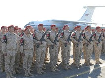 Военнослужащие во время военного парада
