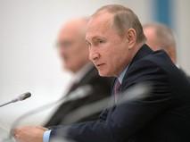 Владимир Путин во время встречи с судьями Конституционного суда,