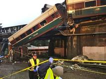 Экстренные службы США на месте крушения поезда