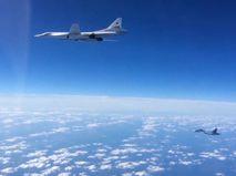 Ту-160 в сопровождении Су-30СМ