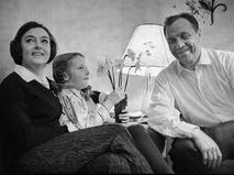 Актриса Алла Парфаньяк и актёр Михаил Ульянов с дочерью Леной