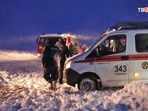Сотрудники МЧС России на месте кушения самолета Ан-148