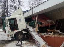 Последствия ДТП с грузовиком в Орловской области