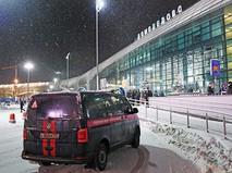 """Автомобиль Следственного комитета в аэропорту """"Домодедово"""""""