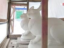 Скульптуры кроликов