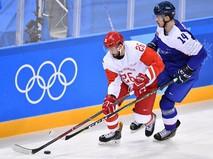 Российский хоккеист Вячеслав Войнов и словацкий игрок Петер Черешняк