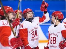 Российские хоккеистки радуются победе в четвертьфинальном матче Россия – Швейцария по хоккею среди женщин на XXIII зимних Олимпийских играх