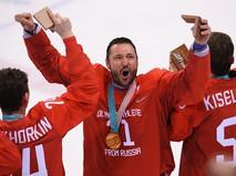 Российский хоккеист Илья Ковальчук на церемонии награждения призеров на ОИ-2018
