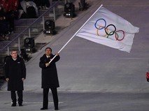Президент МОК Томас Бах и мэр Пекина Чэн Цзининь на церемонии закрытия ОИ-2018