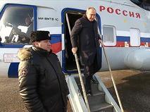Владимир Путин выходит из вертолета