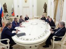 Президент России Владимир Путин на встрече с кандидатами на должность президента