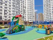Детская площадка в московском дворе