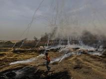Столкновения палестинских протестующих с израильскими военными на границе сектора Газа и Израиля