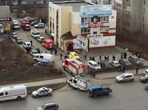 Экстренные службы на месте обрушения в Кургане