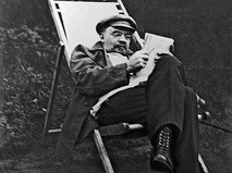 Владимир Ильич Ленин на отдыхе в Горках. 1922 год