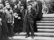 Владимир Ильич Ленин на Красной площади во время первомайской демонстрации. 1919 год