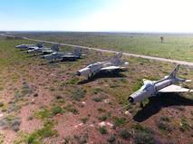Сирийские самолеты на территории авиабазы в Сирии