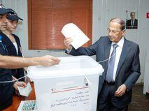 Президент Ливана Мишель Аун на избирательном участке