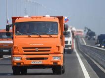 Владимир Путин за рулём КАМАЗа возглавил колонну строительной техники на Крымском мосту