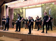 Школьные артисты на репетиции