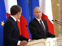 Владимир Путин и Эммануэль Макрондимир
