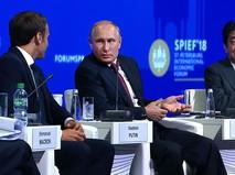 Владимир Путин, Эммануэль Макрон и Синдзо Абэ на Международном экономическом форуме в Санкт-Петербурге