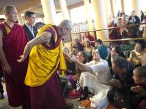 Далай-лама и верующие
