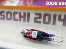 Александр Денисьев и Владислав Антонов (Россия) в первом заезде на соревнованиях двоек по санному спорту