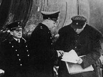 Передача советских цистерн с нефтью немецким железнодорожникам