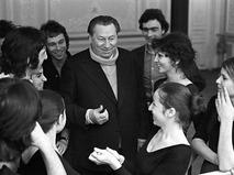Василий Меркурьев со своими учениками