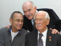 Сергей Михалков с сыновьями - Никитой Михалковым и Андроном Кончаловским