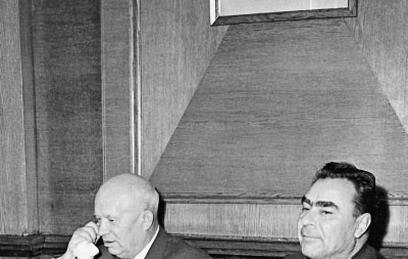 Никита Хрущёв и Леонид Брежнев