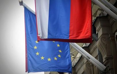 Флаги Евросоюза и России